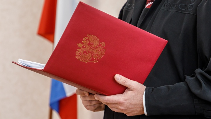 Федерального судью избили и ограбили в подъезде дома в Волгограде