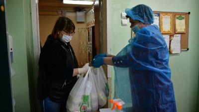 «На детях-то зачем наживаться?»: как в Ярославле раздают последние продуктовые наборы для школьников
