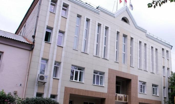 Здание администрации под Челябинском пытались поджечь, полиция пришла к местному сироте