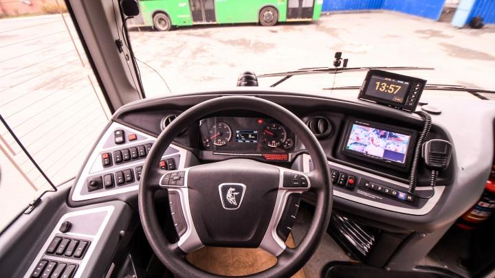 «Гонки за пассажирами исчезнут». В Екатеринбурге водители автобусов будут зарабатывать по-новому