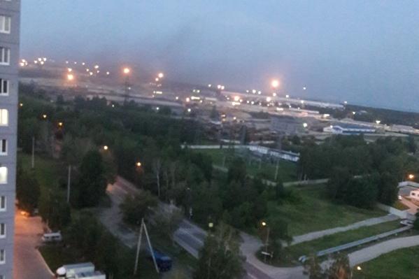 Дым вечером в пятницу заметили жители ЖК «Новоантипинский»