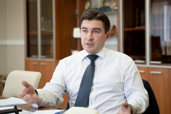 На самые популярные вопросы абитуриентов и их родителей отвечает ректор Челябинского государственного университета Сергей Таскаев