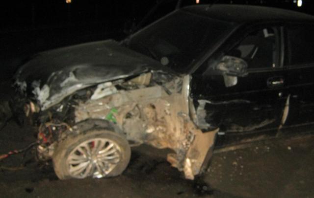 На трассе М-8 автомобиль влетел в ограждение: пострадала молодая пара