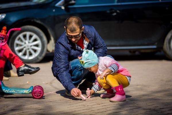 """Не у всех родителей есть возможность сидеть <nobr class=""""_"""">3 года</nobr> в декрете, поэтому они и стремятся отдать ребенка в детский сад пораньше"""