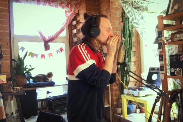 Музыкант сам написал текст, музыку, снял и смонтировал ролик к песне