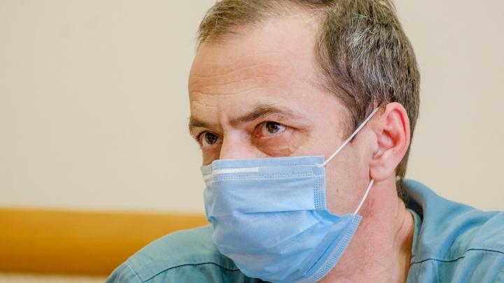 «Один человек заражает порядка десяти»: главврач Анатолий Касатов призвал пермяков носить маски