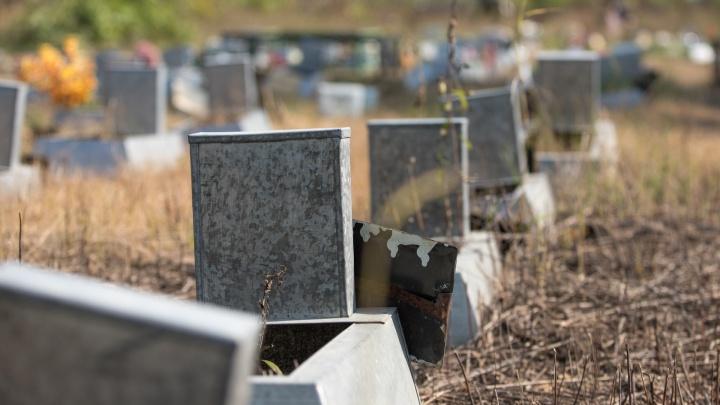 Жителям Ростовской области запретили посещать кладбища. Но есть исключения