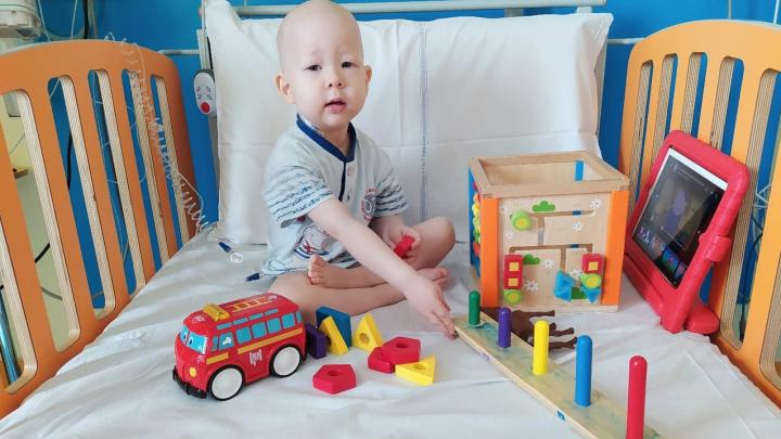Мама ребёнка из Уфы, который борется со смертельной болезнью: «У него боли по всему телу и при глотании»