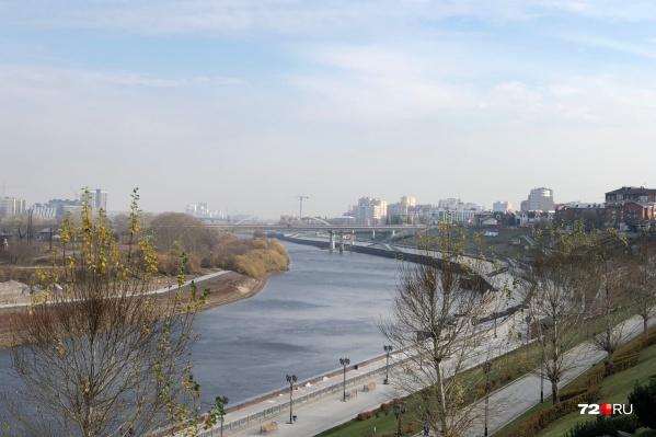 Город уже окутывает смогом