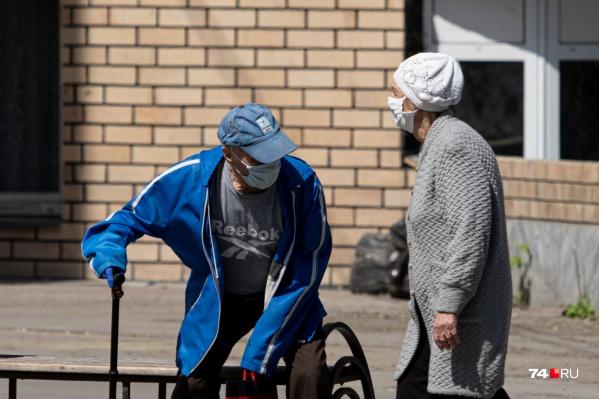 Пенсионеров просят по возможности не ходить даже в магазины