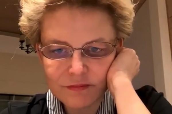 Елена Малышева обсудила во время прямого эфира с сыном, как лечат Дональда Трампа