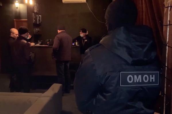 В Курганской области заведения, нарушающие требования оперативного штаба, могут получить штраф до 300 тысяч рублей