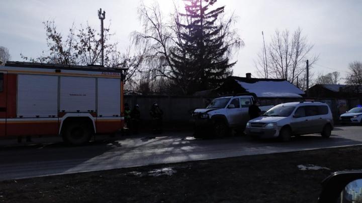«Стоит весь тракт в город»: на Металлургов из-за аварии образовалась пробка