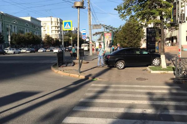 В 08:30 в центре Челябинска обычно многолюдно, но никто из пешеходов в аварии не пострадал