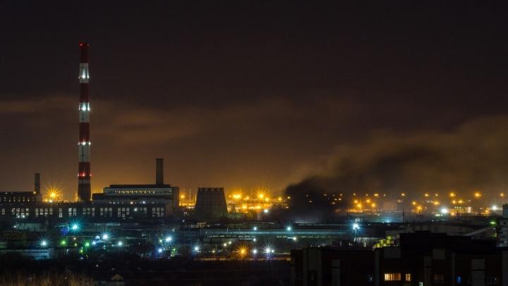 Омичи всю ночь жаловались на смог и запах дыма в воздухе