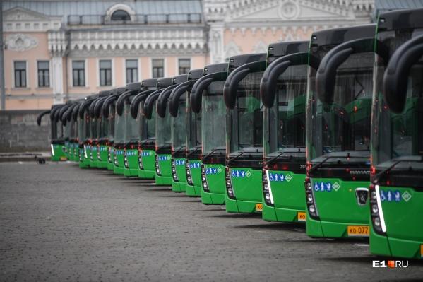 В Екатеринбурге три десятка автобусных маршрутов изменили нумерацию и пути следования