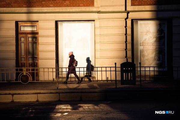 Из-за самоизоляции поздним вечером на улице нечасто встречаются прохожие. Но каждый из них — потенциальная жертва преступников
