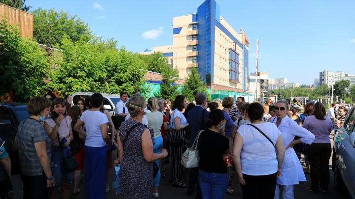 Арбитражный суд приостановил работу до 14 часов. Там эвакуируют людей