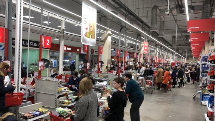 Администрация Ростова пообещала штрафовать магазины за очереди