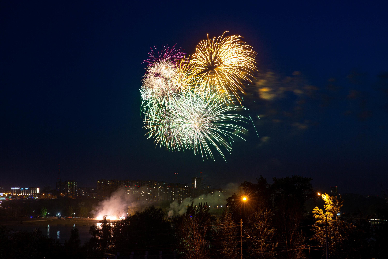 Из-за карантинных мер новосибирцы не смогли увидеть фейерверки вблизи