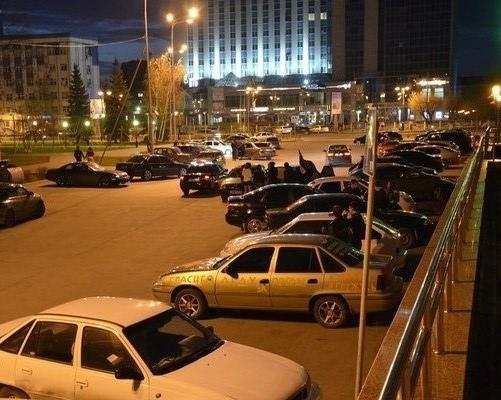 Тюменская полиция разобралась с автотусовкой у «Технопарка»: попасть на парковку теперь нельзя