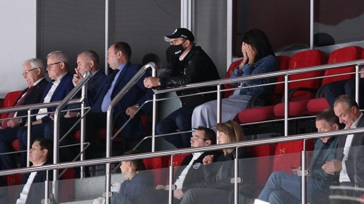 «Трактор» проиграл дома на старте нового чемпионата КХЛ, пропустив в большинстве (рукалицо)