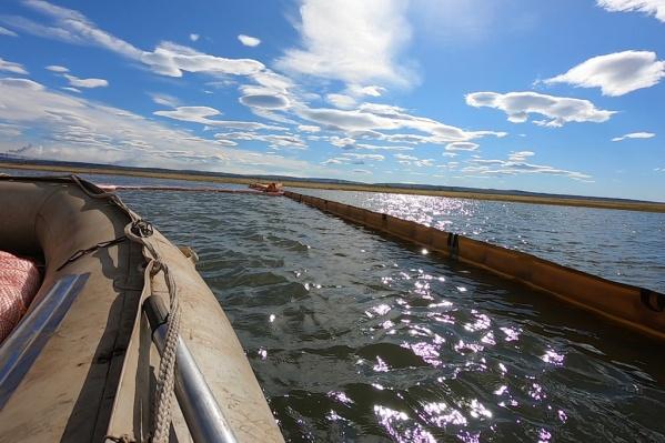 Вытекшая из резервуара солярка попала в реку Амбарную<br>