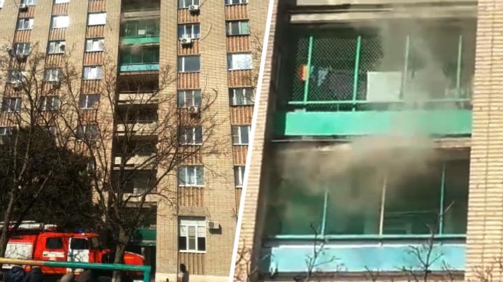 В Азове из горящей многоэтажки эвакуировали 80 человек