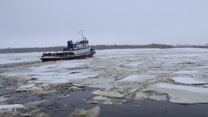 В Архангельске запустили буксиры, приостановленные из-за ледохода