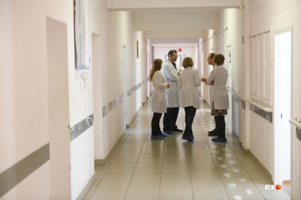 Сейчас в 6-й больнице лечатся 350 пациентов с коронавирусом в среднетяжелом и тяжелом состоянии