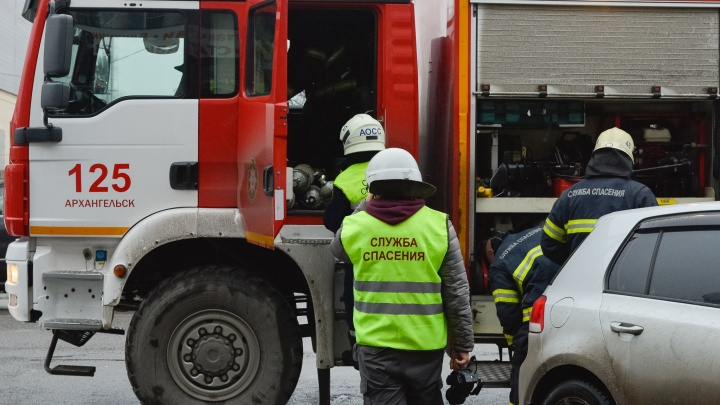 Архангелогородец облил себя бензином и заперся в гараже, чтобы постройку не снесли