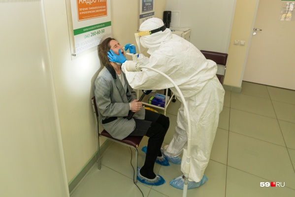 Так берут анализ на коронавирус