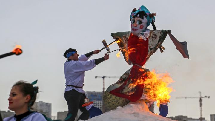 Дегустация блинов, фаер-шоу и русские забавы: любуемся яркими моментами масленичных гуляний в Уфе