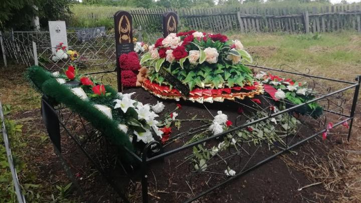 «Эльмира обнимала гробы и ревела»: стало известно, как хоронили погибших братьев Мазовых из Уфы