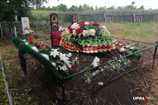 Дети покоятся на кладбище в небольшой деревне Башкирии