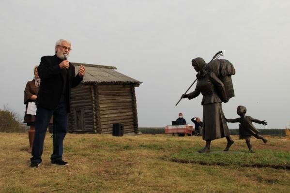 Больше 30 лет на родине писателя работает литературно-мемориальный музей Федора Абрамова, а теперь в Верколе есть настоящий мемориал