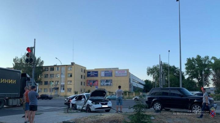 Жесткое ДТП на шоссе Авиаторов в Волгограде попало на видео