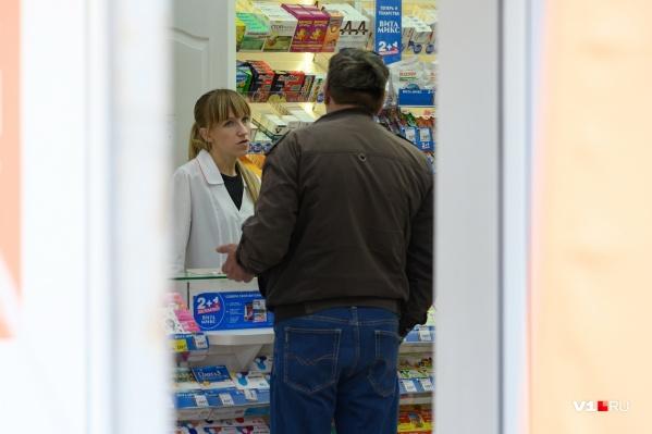 Разболевшиеся волгоградцы обивают пороги аптек и обрывают телефоны