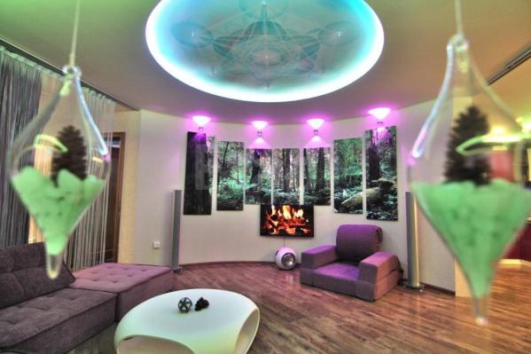 В этой яркой квартире много необычных дизайнерских решений