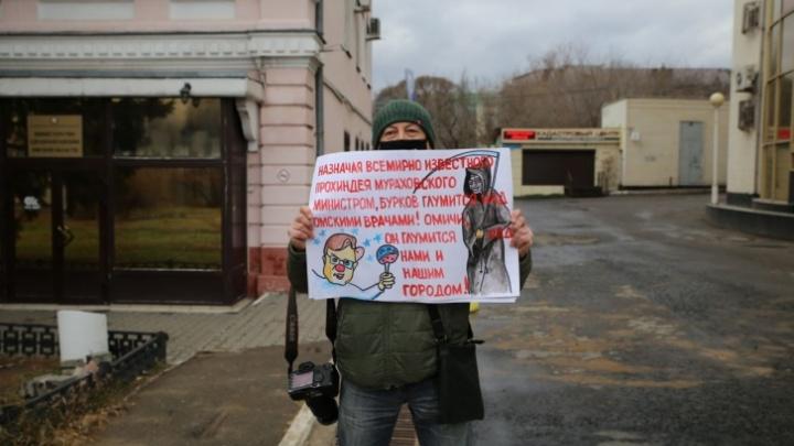 Сотрудника штаба Навального оштрафовали на 10тысяч за пикет против министра Мураховского