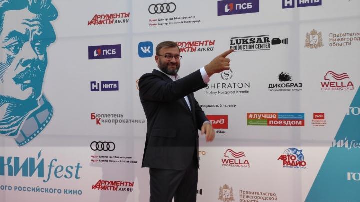 Хабенский и Пореченков на месте: следим за церемонией открытия фестиваля «Горький fest» онлайн