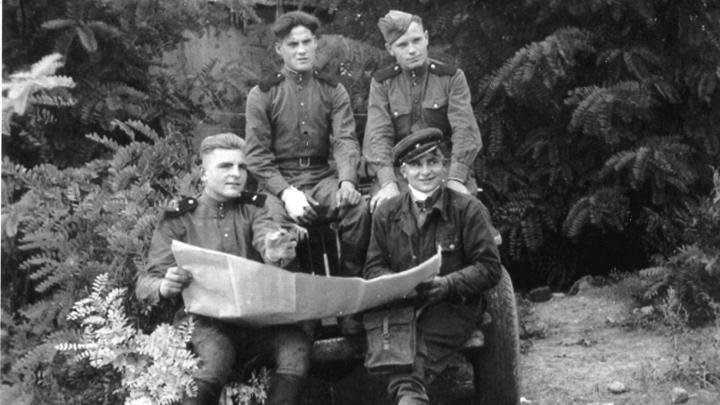 Фронтовой инстаграм: «Это мой дедушка накануне битвы за Берлин»