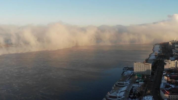 В Самаре над Волгой образовался густой туман: видео