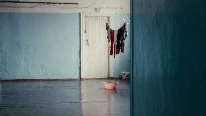 Как живут в самом шикарном общежитии Новосибирска. Раньше оно было образцовым, теперь — опальное