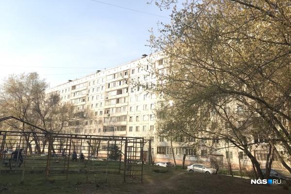 Девочка выпала из окна многоэтажного дома в Заельцовском районе