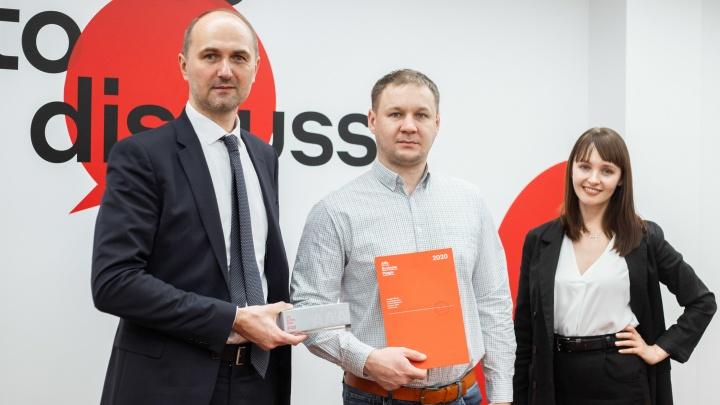 «Мы хотим подарить бизнесу эмоции»: известный банк наградил новосибирскую компанию бетонной стелой
