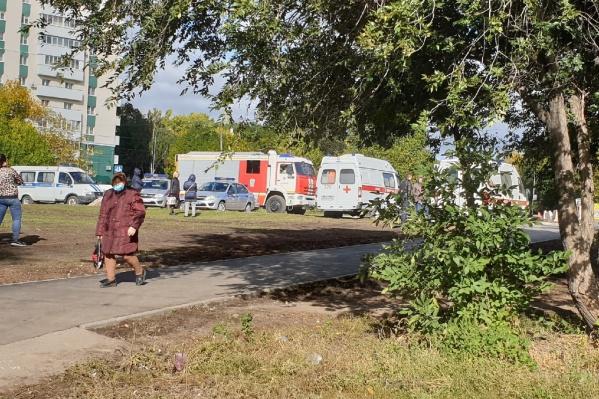 Возле здания суда самарцы заметили скорую, пожарных, полицию