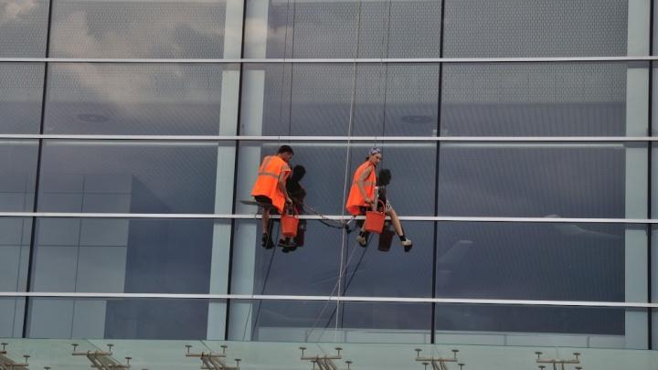 В соцсетях пишут, что МЧС запретит хозяевам квартир самостоятельно мыть окна. Это правда?