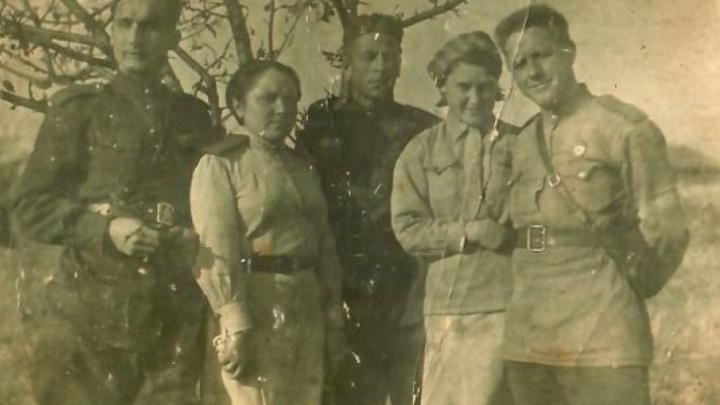 Любовь во время войны: редкие кадры, которые не найти в современном инстаграме