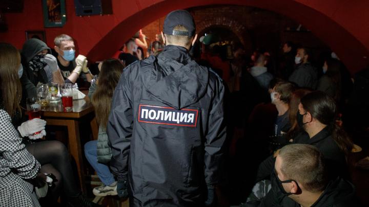 «Где мне душу отвести, душегубы?!»: в Волгограде вечерний масочный рейд разразился скандалом в баре «Белая лошадь»